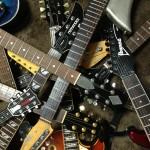 何故ギタリストは何本もギターを買うのか